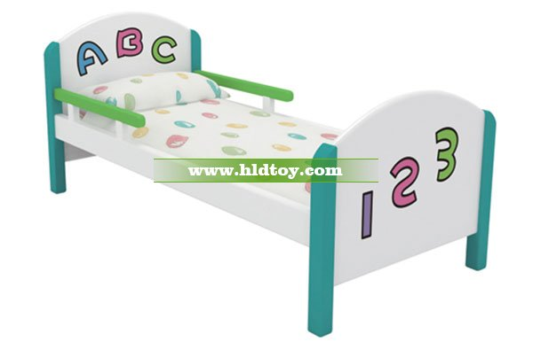幼儿园宝宝木制床 可爱ABC字母床